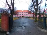 Wałbrzych: Znani absolwenci III Liceum Ogólnokształcącego. Zobaczcie kto uczył się w szkole w Sobięcinie