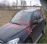 Wyładował złość na byłym szwagrze: Farbą olejną zmienił kolor jego samochodu