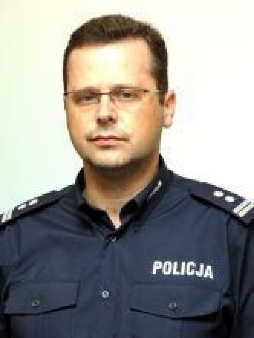 Policjanci Nie Mogą Już Nosić Długich Włosów Koralików I