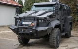 Jest odporny na ostrzał broni palnej, wybuchy oraz ogień. Niesamowity samochód trafił do policji w Krakowie