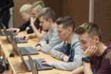 Zespół Szkół Techniczno-Elektronicznych w Kaliszu wzbogacił się o nowe laptopy. ZDJĘCIA