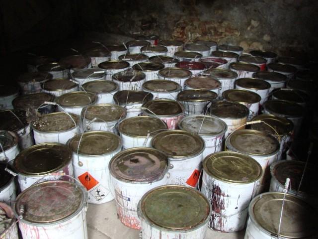 Niebezpieczne odpady podrzucone w Rożdżałach pod Kaliszem