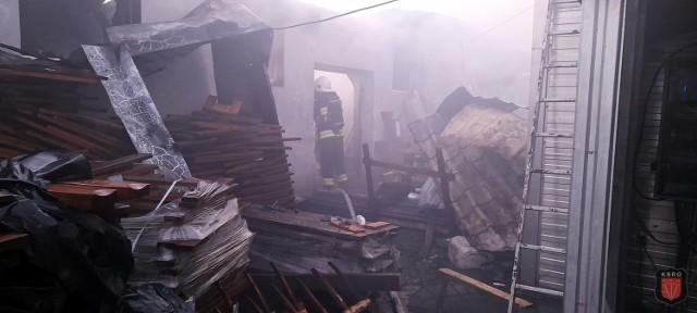 Zdjęcia pożaru tartaku w Przeciszowie