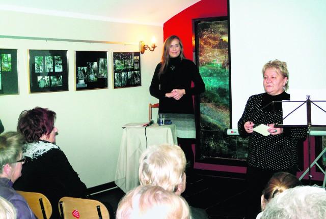 Alina Kamińska (z lewej) z sentymentem wspomina  MOK oraz jego dyrektor Małgorzatę Cuber (z prawej)