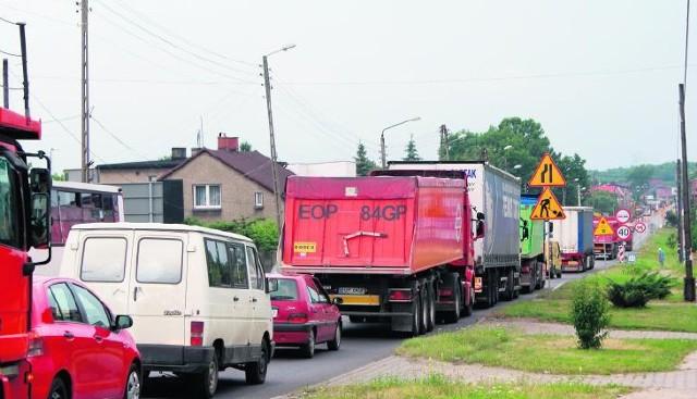 Skrzyżowanie ulic Żołnierskiej i Ptakowickiej w Górnikach jest miejscem dla kierowców o mocnych nerwach. W tym roku doszło już do 12 wypadków.