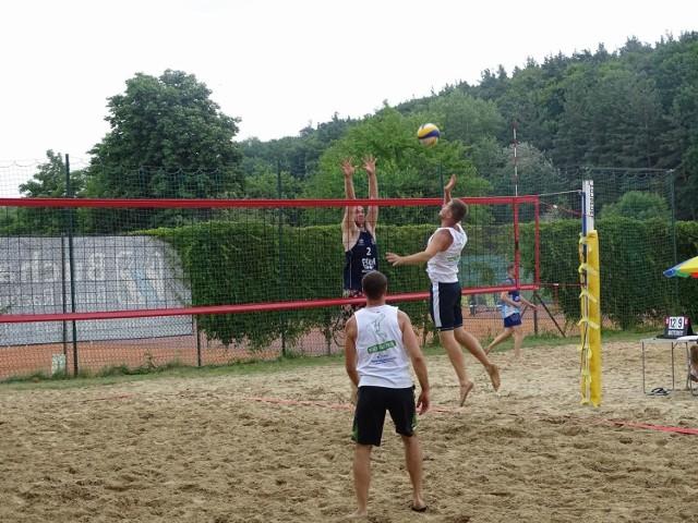 Nad jeziorem Starogrodzkim odbył się kolejny turniej z cyklu Letniej Grand Prix Chełmna w siatkówce plażowej