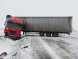 Kolizje na A1 w Piotrkowie i na dk12 w Rękoraju. Ciężarówka zatarasował drogę [ZDJĘCIA]