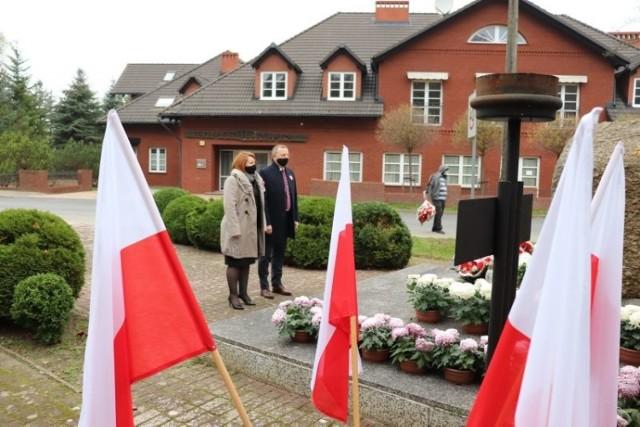 11 listopada odbyła się skromna uroczystość. Przedstawiciele ratusza złożyli wiązanki w miejscach pamięci