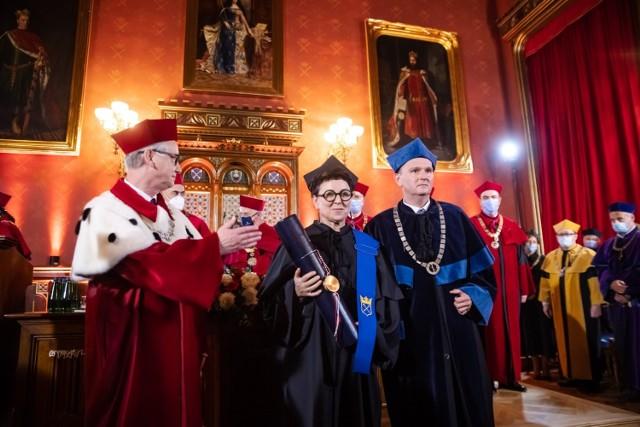 7 października Olga Tokarczuk odebrała tytuł doktora honoris causa UJ