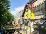 Kazimierski Ośrodek Kultury pięknieje. Co już zostało zrobione w ramach remontu i jak budynek wygląda teraz? [ZDJĘCIA]