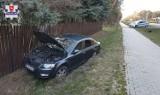 Kolizja drogowa w Firleju. 28-latka straciła panowanie nad samochodem i wjechała w ogrodzenie posesji. Policja apeluje o ostrożność
