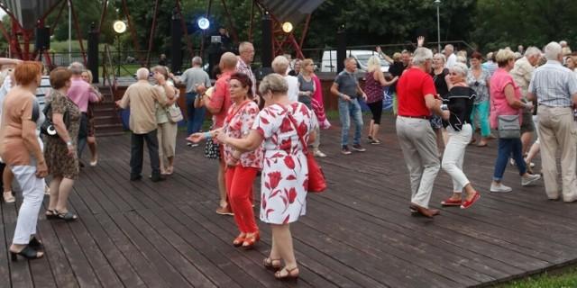 Dużą popularnością potańcówki cieszą się także w Rzeszowie. Tak bawili się mieszkańcy podczas Potańcówki miejskiej dla seniorów w ostatnią niedzielę