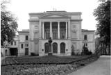 To byłoby ikoniczne miejsce w Gubinie. Teatr na Wyspie był piękny, ale spłonął po wojnie. Zobaczcie stare zdjęcia, gdy jeszcze stał!