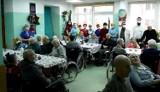 Fantastyczny filmik ze Szpitala Miejskiego w Miastku. Kolędę śpiewają pracownicy, pacjenci i motocykliści