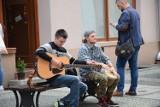 Czy żarskie ulice wyglądały kiedyś inaczej? Zobacz jak mieszkańcy spędzali lato w Żarach kilka lat temu!