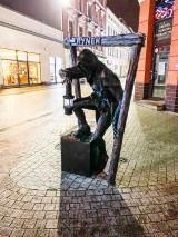 Figurka gwarka powróciła na ul. Krakowską. Rzeźba przeszła remont