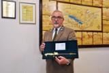 Gmina Gołuchów. Dyrektor Ośrodka Kultury Leśnej nagrodzony najwyższym leśnym odznaczeniem