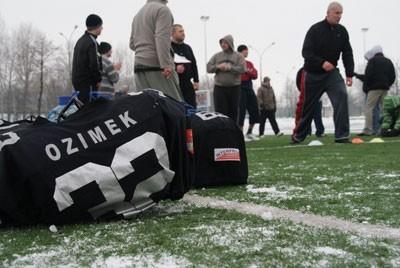 Ujemna tempaeratura na zewnątrz nie zniechęciła kandydatów na zawodników Zagłebie Steelers Interpromex do przyjścia na stadion