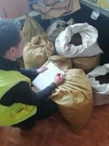 Skierniewicka policja znalazła u skierniewiczanina 130 kg tytoniu bez akcyzy ZDJĘCIA