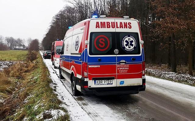 Na miejsce tragicznego wypadku w lesie w Borzęcinie przyjechali strażacy, medycy i policjanci. Dotarł tam także prokurator