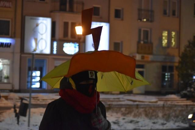 Kolejny strajk kobiet w Gubinie. Protestuje zaledwie garstka osób.