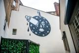 """Nowy mural w Poznaniu. Zobacz malunek Noriakiego na ścianie kina Muza. Powstał z okazji festiwalu animacji """"Animator"""""""