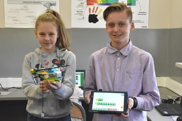 Dawid Syposz i Paula Konfisz z klasy 6A cieszą się, że mogą rozwijać swoje zainteresowania w szkole.