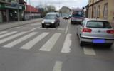 Wypadek w Bochni. Samochód potrącił kobietę na przejęciu dla pieszych w Bochni. 73-latka trafiła do szpitala