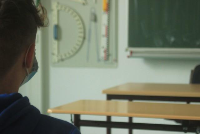"""18 stycznia tak na """"na 90 procent"""" będzie już możliwy powrót do szkół klas I-III - oświadczył w poniedziałek minister zdrowia Adam Niedzielski"""