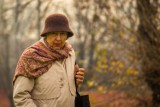 79-latka przyleciała na Okęcie i ruszyła do Białegostoku. Na piechotę