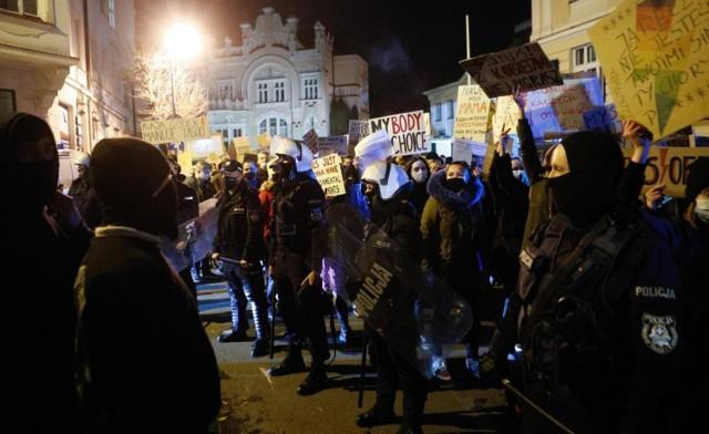 W całym kraju od kilku dni trwają protesty związane z wyrokiem Trybunału Konstytucyjnego w sprawie aborcji eugenicznej.