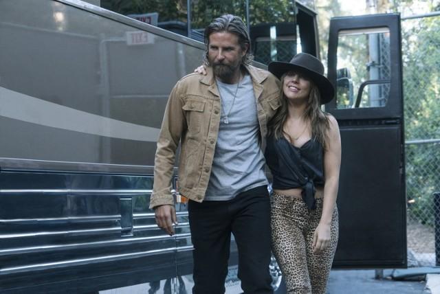 """Bradley Cooper i Lady Gaga w """"Narodzinach gwiazdy""""."""