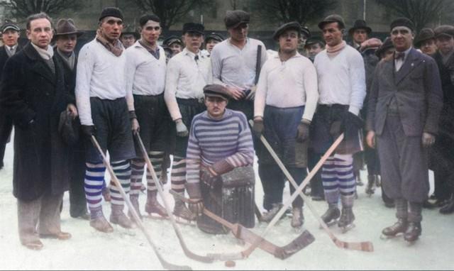 Zwycięska drużyna hokejowa Polonia Bydgoszcz. Mecz Polonia Bydgoszcz - Warta Poznań. 1934 rok