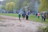 Majówka 2021 w Warszawie. Pogoda nie pokrzyżowała planów grillowiczom. Polana widokowa w Powsinie tętni życiem