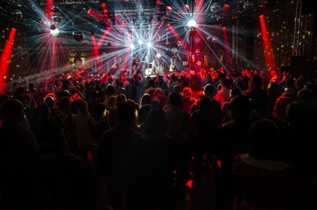 W tym roku odbędzie się trzynasta już edycja Festiwalu Warszawskiego Niewinni Czarodzieje. Specjalnie przygotowany program będzie nawiązywał do dawnych i współczesnych buntowników oraz wolności w twórczości. Koncert Skubasa, spektakl Klubu Komediowego czy dancing, to tylko część zaplanowanych wydarzeń, które odbędą się w dniach 18-25 listopada.