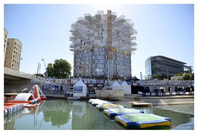 We francuskim Montpellier można podziwiać ten niesamowity obiekt. 17-piętrowy budynek zawiera 113 apartamentów, które wyposażone są w widoczne na zdjęciu niezwykłe balkony.  Licencja
