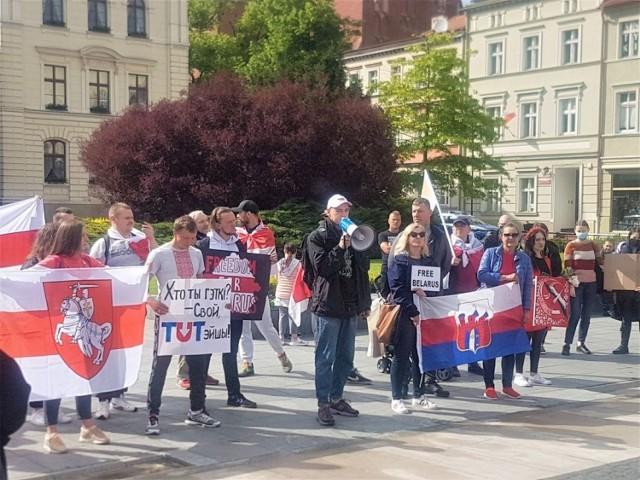 Wiec, będący demonstracją poparcia dla Białorusinów z Bydgoszczy, odbył się w sobotę, 29 maja 2021, na Starym Rynku w Bydgoszczy. Policja go przerwała