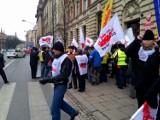 Kraków: protest związkowców przed Urzędem Wojewódzkim [ZDJĘCIA]