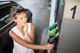 """Stacje benzynowe, które źle wypadły w raporcie UOKiK. Sprawdźcie, gdzie jest """"chrzczone"""" paliwo"""