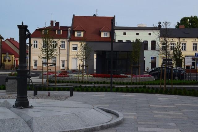 Miejsca dotąd omijane przez mieszkańców teraz zapraszają. To dobre podwaliny pod kolejne działania integrujące społeczność lokalną. Zrewitalizowane place w centrum Wielenia i Lwówka zachęcają mieszkańców do spędzania tam czasu.