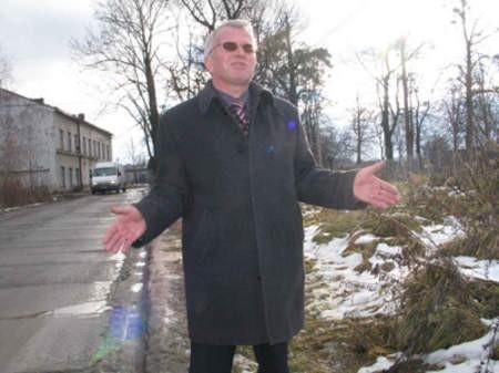 Jan Kuras, wiceprezes Beskidzkiego Hurtu Towarowego przekonuje, że klienci mają prawo parkować w przyzwoitych warunkach. Mirosław Łukaszuk