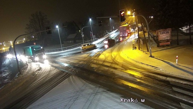 Na wielu drogach w Małopolsce panują trudne warunki drogowe