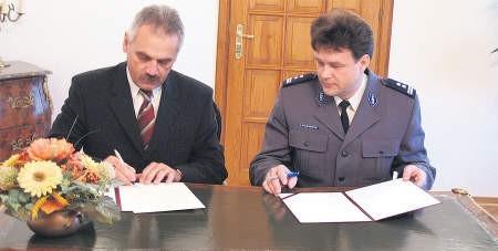 Prezydent Ciechanowa i komendant ciechanowskiej policji podpisali umowę o pomocy terapeutycznej w ubiegłą środę, foto: Edyta Urbaniak