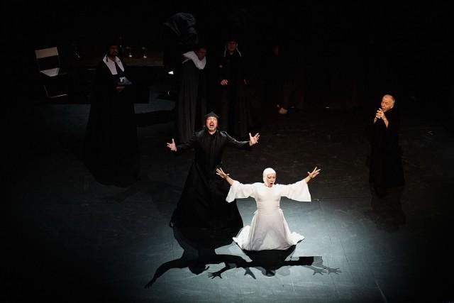 """""""Diabły z Loudun"""" wystawiono w Operze Krakowskiej siedem lat temu. Spektakl można będzie obejrzeć teraz na platformie Play Kraków"""
