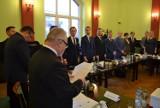 Pierwsza sesja Rady Powiatu Lublinieckiego kadencji 2018 - 2023. Radni złożyli ślubowanie i wybrali prezydium ZDJĘCIA