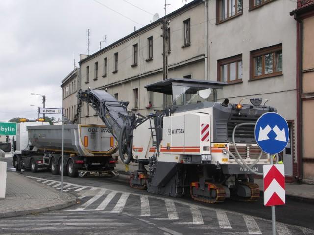 Frezowanie jezdni na ul. Sienkiewicza w Zdunach