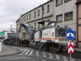 DK15: Utrudnienia na drodze krajowej w Zdunach. Frezują jezdnię i będą układać asfalt [ZDJĘCIA]
