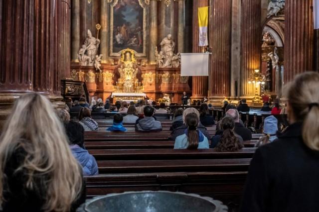 Tylko w ubiegłym roku na terenie Archidiecezji Poznańskiej procedowano około 370 wniosków o wystąpienie z Kościoła katolickiego.