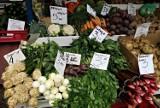 Masz 10 zł w kieszeni. Ile warzyw możesz kupić za to na targowisku?