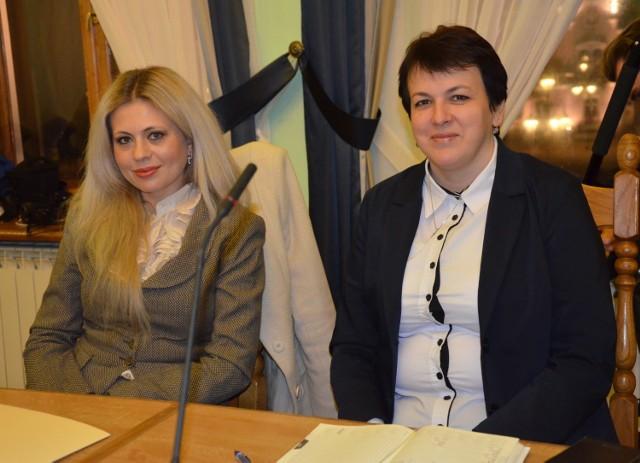 Pod wnioskiem o zwołanie sesji nadzwyczajnej Rady Powiatu Sanockiego podpisały się m.in. Krystyna Galik-Harhaj (z lewej) oraz Jolanta Skoczołek.